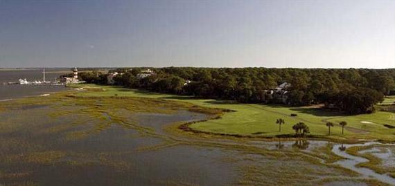 Vista aérea del 18 del Harbour Town Golf Links