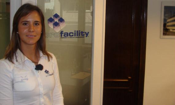 Azahara Muñoz en las oficinas de Profacility