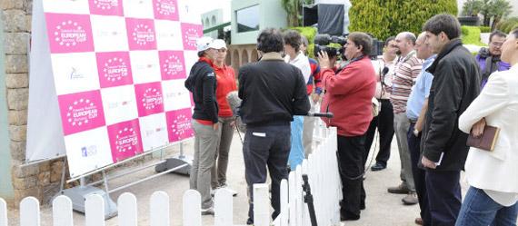 Las españolas atienden a los medios tras finalizar su vuelta (foto de Felipe Pérez)