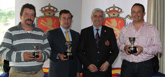 Enrique Fontecilla y los demás ganadores del torneo de presentación (foto de Fernando Herranz)