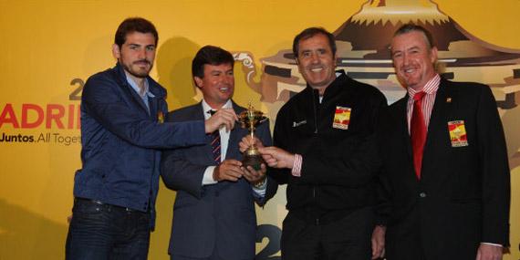 Iker Casillas, Miguel Ángel Martín, Seve Ballesteros y Miguel Ángel Jiménez, con la Ryder (foto de Fernando Herranz)