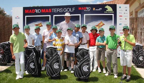 Gonzalo Fernández-Castaño, con los participantes del Madrid Masters Alevin (foto de Fernando Herranz)