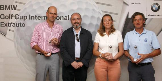 Juan Pedro Carrasco (ganador en categoría A), Fernando Ramírez (director gerente de Extrauto), Carmen Ambel (finalista en damas) y Juan Jesús Gómez (ganador en categoría B)