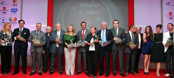 Foto de familia de los VIII Premios Madrid Iniciativa 2010 (foto de Juan Luis Jaén)