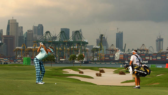 Ian Poulter defiende título en la populosa Singapur