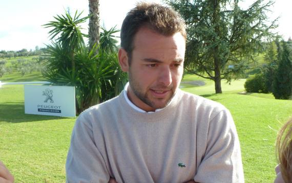 Carlos del Moral atiende a los medios tras la final (foto de Crónica Golf)