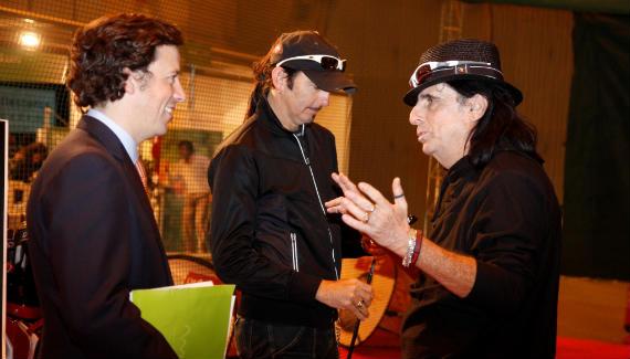 Alice Cooper y Agustín Mazarrasa, director de la feria