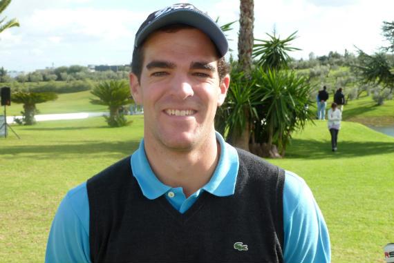 Íñigo Urquizu, sonriente tras su gran resultado en la final del Peugeot Tour (foto de Crónica Golf)
