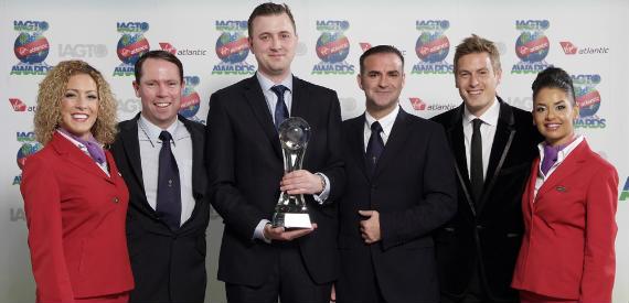 El equipo de Celtic Manor Golf Resort con Giles Greenwood, director de desarrollo de turismo de golf del IAGTO