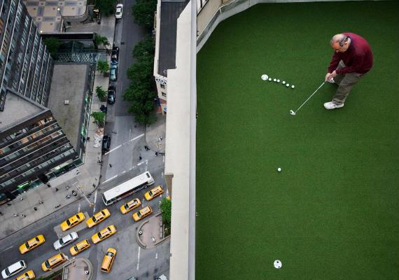 Golf en la azotea (foto de Landon Nordeman, National Geographic)