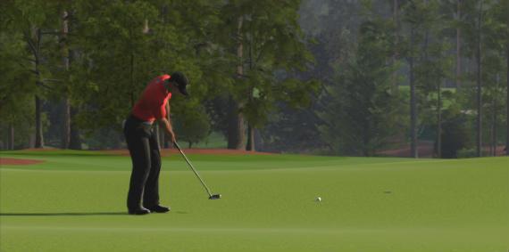 Tiger en el green del 18 de Augusta