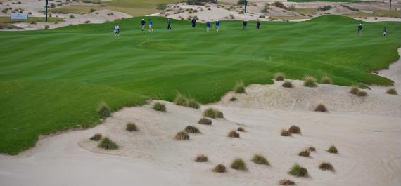 El desierto y los búnkeres, la misma cosa en el Volvo Golf Champions (foto de Volvo in Golf)