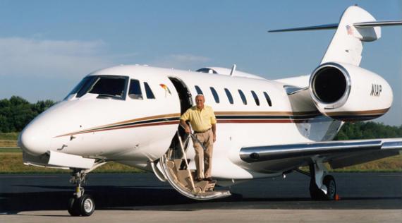 Arnold Palmer deja de pilotar con más de veinte mil horas de vuelo a sus espaldas