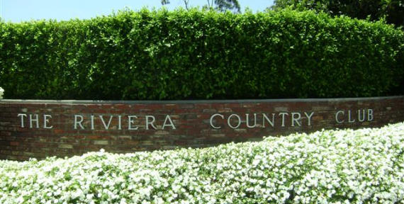 La entrada al espectacular Riviera Country Club