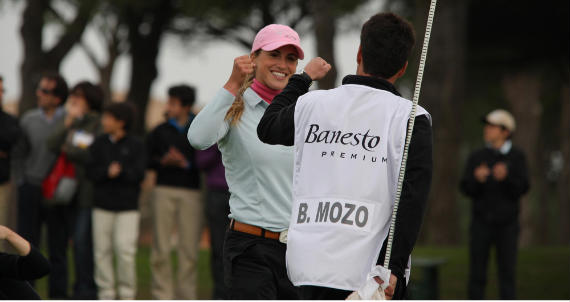 Belén y Jesús Mozo festejan el triunfo (foto de Fernando Herranz)