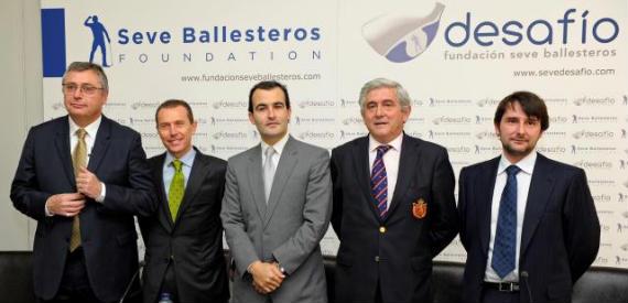 Michael Robinson, Emilio Butragueño, Iván Ballesteros, Gonzaga Escauriaza y el doctor Cristobal Belda en la presentación del Desafío Seve Ballesteros