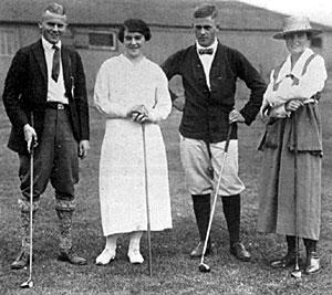 Adair, Rosenthal, Jones y Stirling antes de un partido