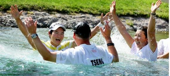 Yani Tsen en el lago de las campeonas
