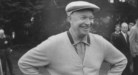 Eisenhower, sonriente en el campo de golf