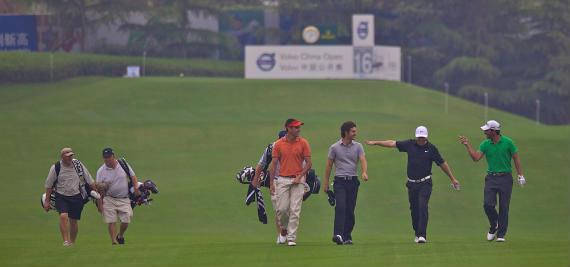 Rafa Cabrera, Alejandro Cañizares, Pablo Martín y Pablo Larrazábal comparten vuelta de prácticas con buen humor (foto de Volvo In Golf)