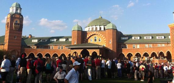 La imponente casa club de Medinah