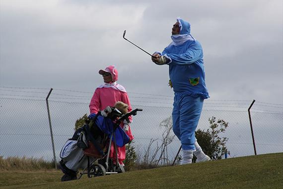 """""""Los Bebés"""" se llevan el premio al mejor disfraz en el Torneo de Carnaval de Retamares Golf"""