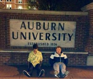 Alumnos de la Universidad de Auburn imitando a su ídolo