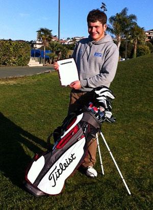 Bris, con su diploma de la Jason Floyd Golf Academy