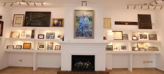 El retrato de Jaime Ortiz-Patiño, presidiendo la exposición (foto de Martín Gutiérrez)
