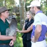 Chadd, del Cavershem Wildlife Park, con Dustin Johnson y Paulina Gretzky (foto de Travis Hayto)