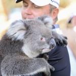 Bo Van Pelt con el koala Sunshine (foto de SMP Images)