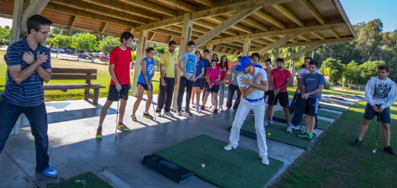 En plena clase en la cancha de Villanueva Golf