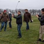 Manifestantes improvisan en el campo de la residencia privada de Yanukóvich
