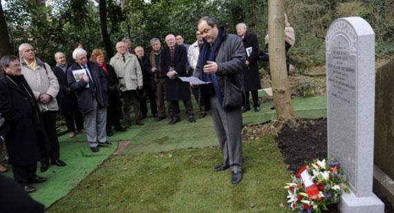 Inauguracion de la nueva lápida de la tumba de Arnaud Massy en el cementerio de Nevington