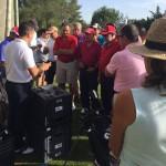 Los asistentes al fitting de Lauro Golf, atentos a las explicaciones