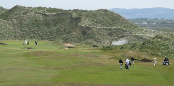 Vista del hoyo 1 del links irlandés de Doonbeg